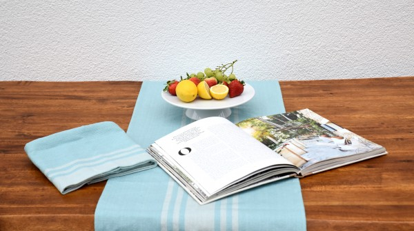 Eierschalenblauer Tischläufer mit französischem Streifen